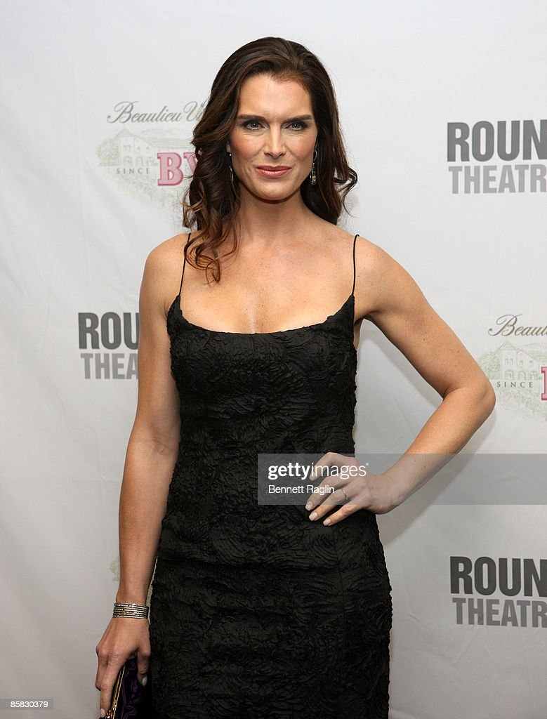 Actress Brooke Shields attends the Roundabout Theatre Company's 2009 Spring Gala at Roseland Ballroom on April 6, 2009 in New York City.