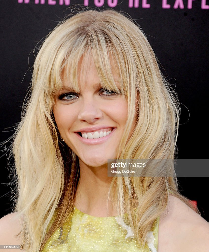 Actress <a gi-track='captionPersonalityLinkClicked' href=/galleries/search?phrase=Brooklyn+Decker&family=editorial&specificpeople=815965 ng-click='$event.stopPropagation()'>Brooklyn Decker</a> arrives at the Los Angeles premiere of 'What To Expect When You're Expecting' at Grauman's Chinese Theatre on May 14, 2012 in Hollywood, California.
