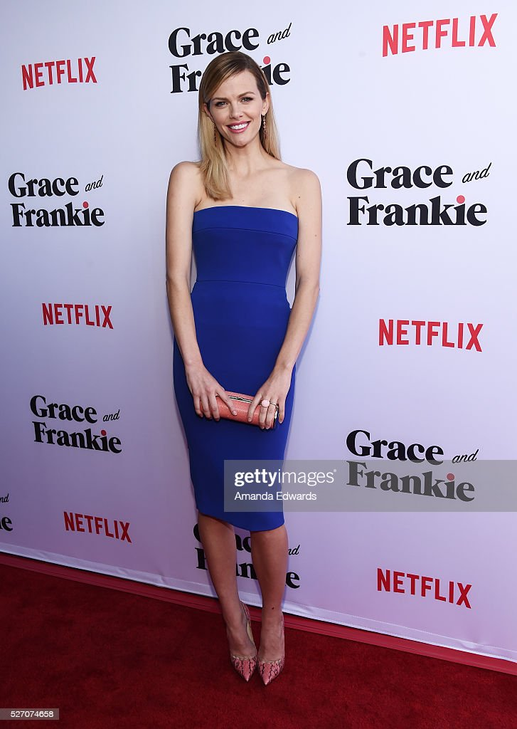 Actress <a gi-track='captionPersonalityLinkClicked' href=/galleries/search?phrase=Brooklyn+Decker&family=editorial&specificpeople=815965 ng-click='$event.stopPropagation()'>Brooklyn Decker</a> arrives at the Netflix Original Series 'Grace & Frankie' Season 2 premiere at the Harmony Gold Theater on May 1, 2016 in Los Angeles, California.