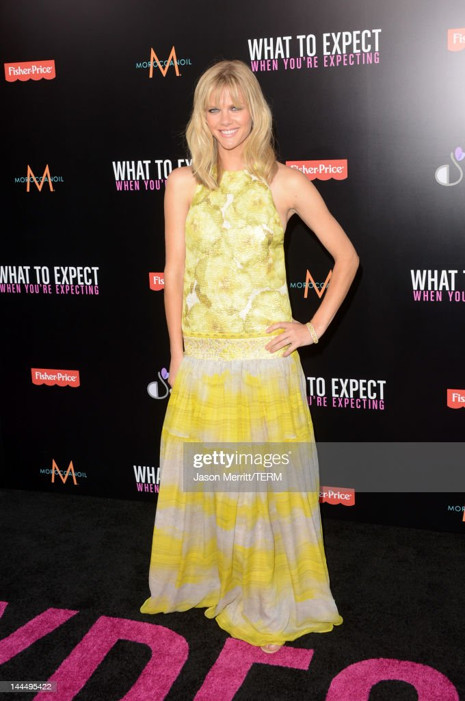 Actress <a gi-track='captionPersonalityLinkClicked' href=/galleries/search?phrase=Brooklyn+Decker&family=editorial&specificpeople=815965 ng-click='$event.stopPropagation()'>Brooklyn Decker</a> arrives at the premiere of Lionsgate's 'What To Expect When You're Expecting' held at Grauman's Chinese Theatre on May 14, 2012 in Hollywood, California.