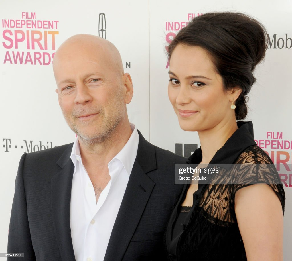 Actress Bruce Willis and wife Emma Heming arrive at the 2013 Film Independent Spirit Awards at Santa Monica Beach on February 23, 2013 in Santa Monica, California.