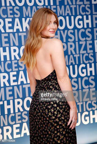 Actress Bryce Dallas Howard attends the 2017 Breakthrough Prize at NASA Ames Research Center on December 4 2016 in Mountain View California