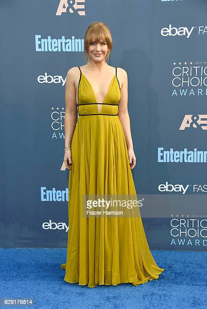 Actress Bryce Dallas Howard attends The 22nd Annual Critics' Choice Awards at Barker Hangar on December 11 2016 in Santa Monica California