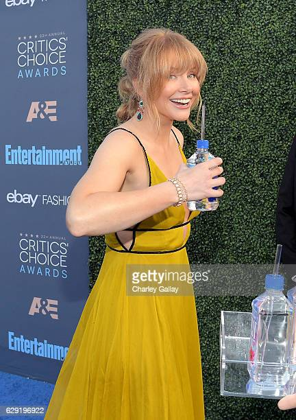Actress Bryce Dallas Howard attends the 22nd Annual Critics' Choice Awards presented by FIJI Water at Barker Hangar on December 11 2016 in Santa...