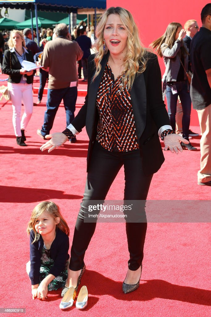 Actress <a gi-track='captionPersonalityLinkClicked' href=/galleries/search?phrase=Busy+Philipps&family=editorial&specificpeople=216133 ng-click='$event.stopPropagation()'>Busy Philipps</a> (R) and her daughter, Birdie Leigh Silverstein, attend the premiere of 'The LEGO Movie' at Regency Village Theatre on February 1, 2014 in Westwood, California.