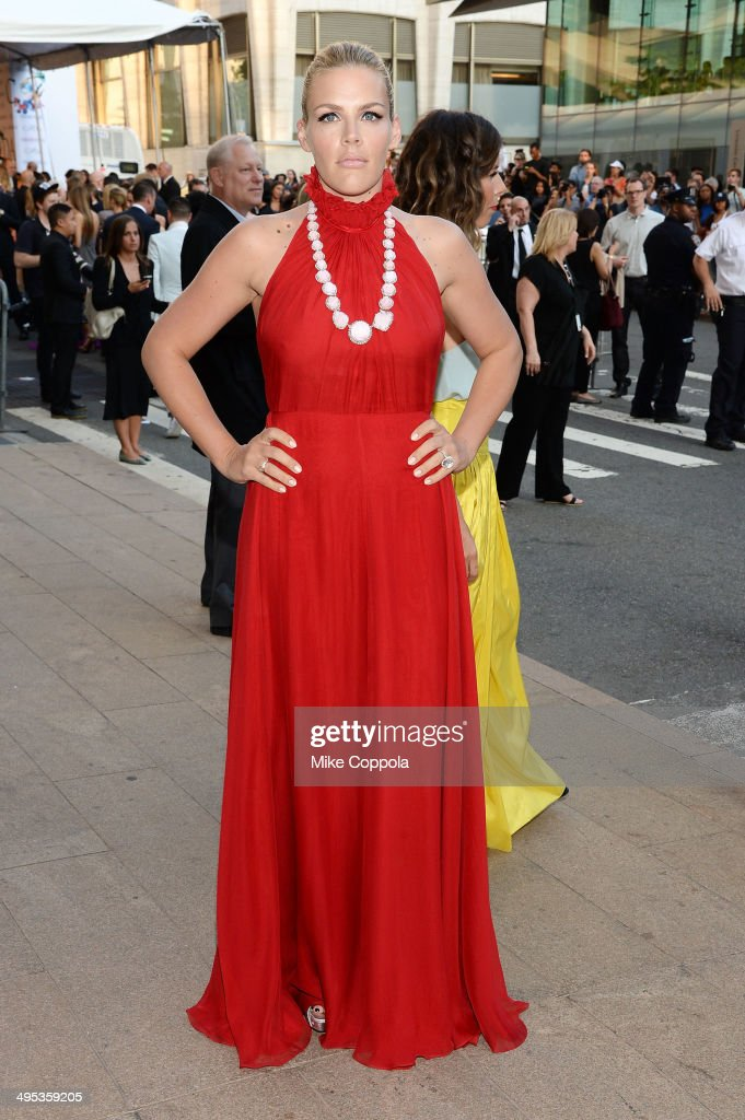Actress <a gi-track='captionPersonalityLinkClicked' href=/galleries/search?phrase=Busy+Philipps&family=editorial&specificpeople=216133 ng-click='$event.stopPropagation()'>Busy Philipps</a> attends the 2014 CFDA fashion awards at Alice Tully Hall, Lincoln Center on June 2, 2014 in New York City.