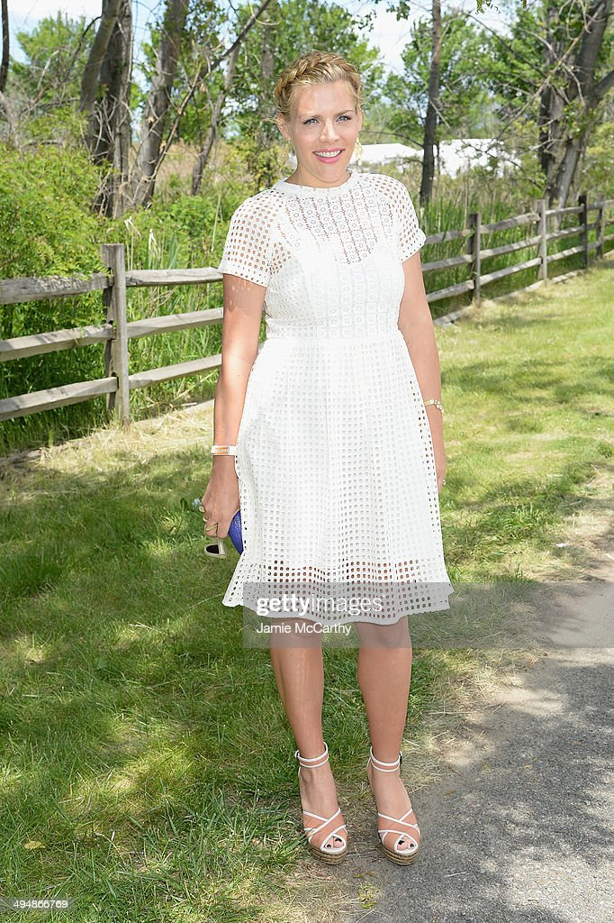Actress <a gi-track='captionPersonalityLinkClicked' href=/galleries/search?phrase=Busy+Philipps&family=editorial&specificpeople=216133 ng-click='$event.stopPropagation()'>Busy Philipps</a> attends the seventh annual Veuve Clicquot Polo Classic in Liberty State Park on May 31, 2014 in Jersey City City.