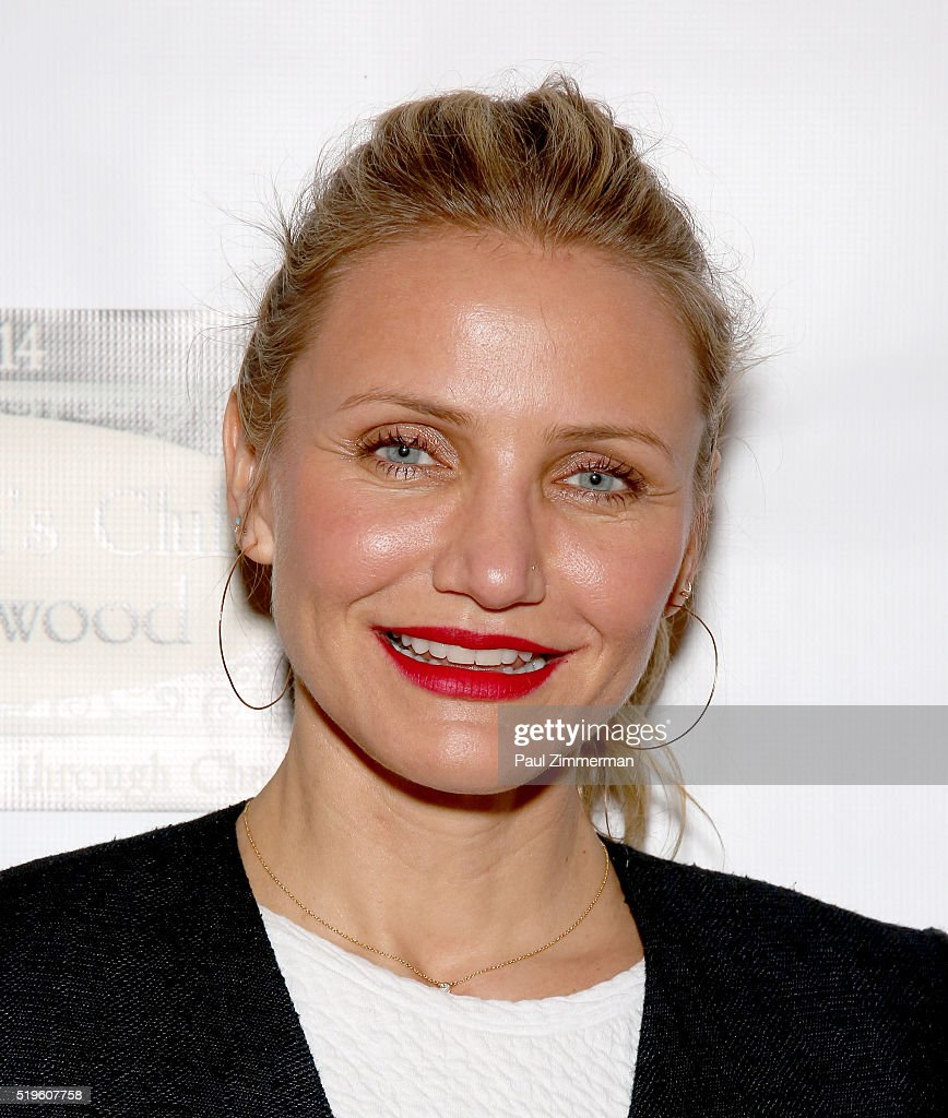 Actress Cameron Diaz poses at The Women's Club of Ridgewood prior to her book signing and meet and greet at The Women's Cloub of Ridgewood on April 7...