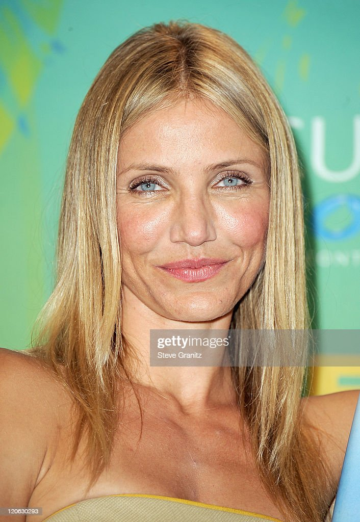 Actress <a gi-track='captionPersonalityLinkClicked' href=/galleries/search?phrase=Cameron+Diaz&family=editorial&specificpeople=201892 ng-click='$event.stopPropagation()'>Cameron Diaz</a> poses in the press room at the 2011 Teen Choice Awards held at the Gibson Amphitheatre on August 7, 2011 in Universal City, California.