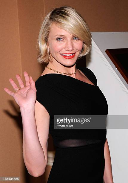 Actress Cameron Diaz waves as she arrives at a Will Rogers Motion Picture Pioneers Foundation dinner honoring DreamWorks Animation CEO Jeffrey...