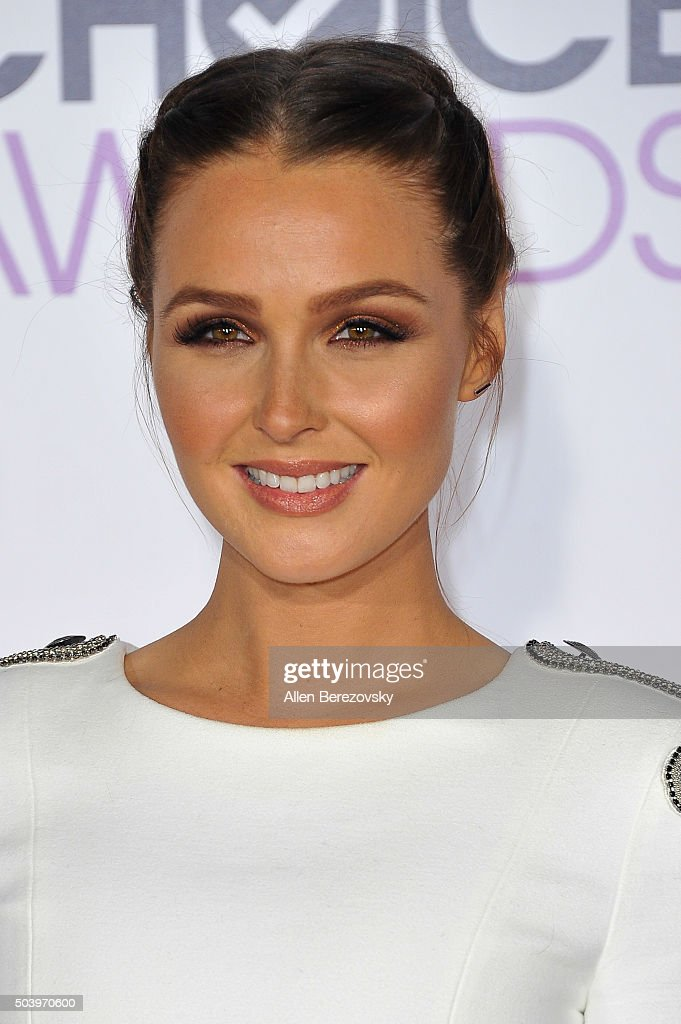 Actress Camilla Luddington arrives at the People's Choice Awards 2016 at Microsoft Theater on January 6, 2016 in Los Angeles, California.