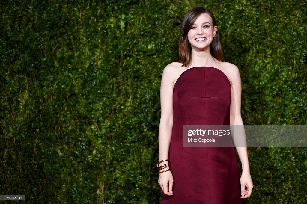 Actress <a gi-track='captionPersonalityLinkClicked' href=/galleries/search?phrase=Carey+Mulligan&family=editorial&specificpeople=2262681 ng-click='$event.stopPropagation()'>Carey Mulligan</a> attends the 2015 Tony Awards at Radio City Music Hall on June 7, 2015 in New York City.