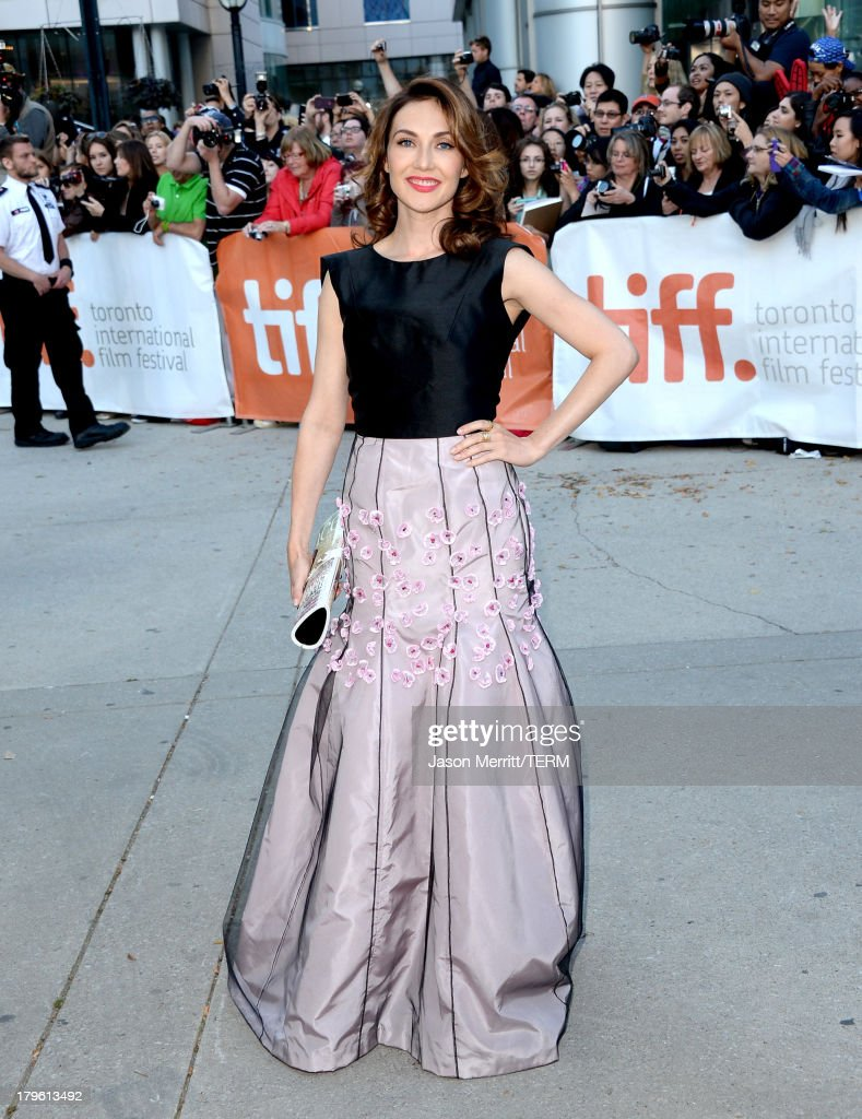 Actress <a gi-track='captionPersonalityLinkClicked' href=/galleries/search?phrase=Carice+van+Houten&family=editorial&specificpeople=2641238 ng-click='$event.stopPropagation()'>Carice van Houten</a> arrives at 'The Fifth Estate' premiere during the 2013 Toronto International Film Festival on September 5, 2013 in Toronto, Canada.