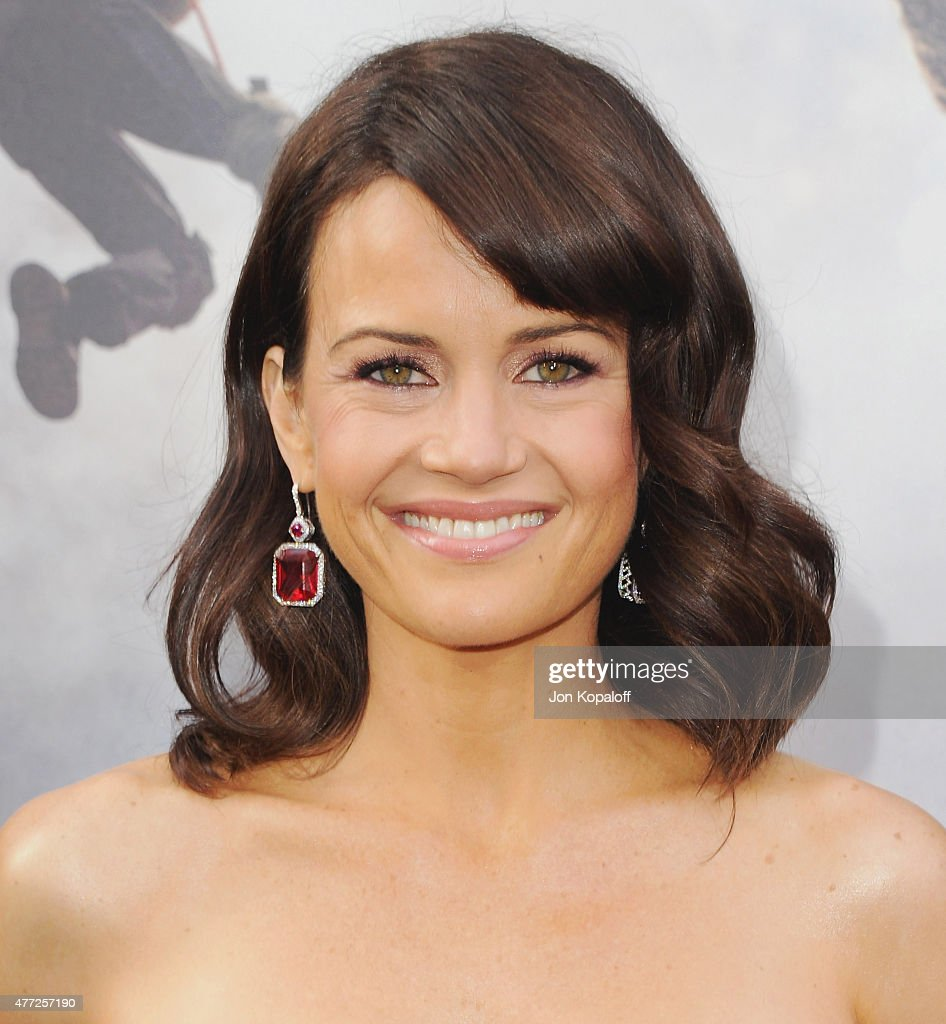 Actress Carla Gugino arrives at the Premiere Of Warner Bros. Pictures' 'San Andreas' at TCL Chinese Theatre on May 26, 2015 in Hollywood, California.