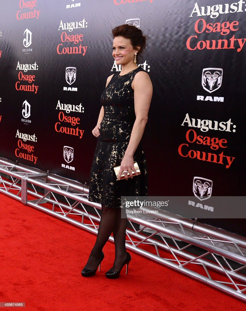 Actress <a gi-track='captionPersonalityLinkClicked' href=/galleries/search?phrase=Carla+Gugino&family=editorial&specificpeople=207137 ng-click='$event.stopPropagation()'>Carla Gugino</a> attends 'August: Osage County' New York City premiere sponsored by Ram at Ziegfeld Theatre on December 12, 2013 in New York City.