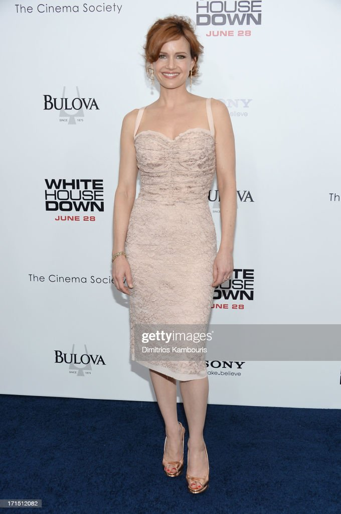 Actress <a gi-track='captionPersonalityLinkClicked' href=/galleries/search?phrase=Carla+Gugino&family=editorial&specificpeople=207137 ng-click='$event.stopPropagation()'>Carla Gugino</a> attends the 'White House Down' New York premiere at Ziegfeld Theater on June 25, 2013 in New York City.