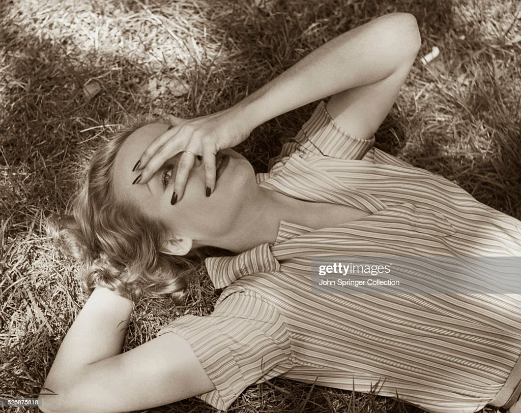 Actress <a gi-track='captionPersonalityLinkClicked' href=/galleries/search?phrase=Carole+Lombard&family=editorial&specificpeople=93207 ng-click='$event.stopPropagation()'>Carole Lombard</a> Covering Her Face