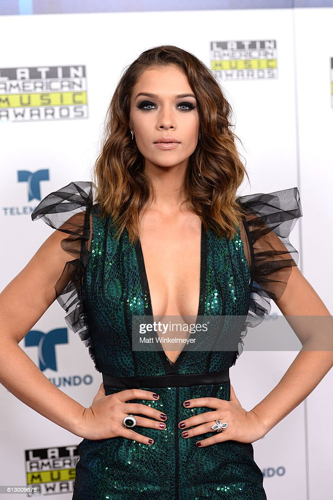 http://media.gettyimages.com/photos/actress-carolina-miranda-attends-the-2016-latin-american-music-awards-picture-id613009678