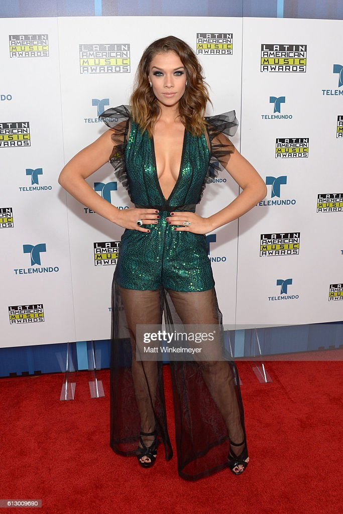 http://media.gettyimages.com/photos/actress-carolina-miranda-attends-the-2016-latin-american-music-awards-picture-id613009690