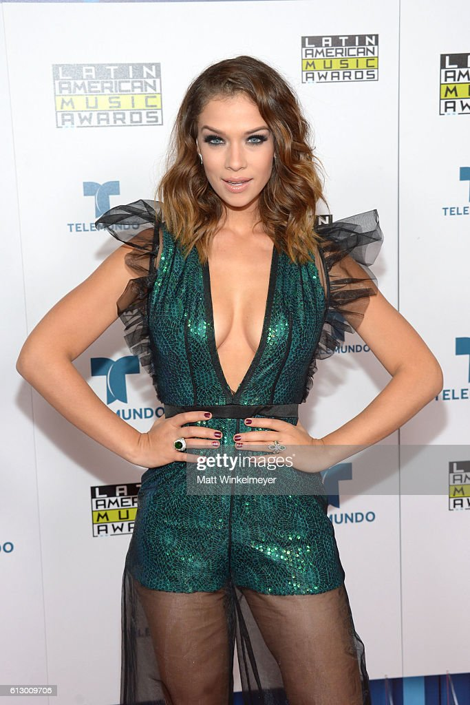 http://media.gettyimages.com/photos/actress-carolina-miranda-attends-the-2016-latin-american-music-awards-picture-id613009706