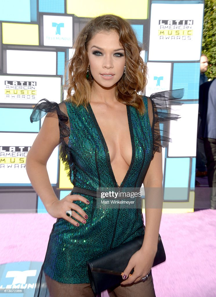 http://media.gettyimages.com/photos/actress-carolina-miranda-attends-the-2016-latin-american-music-awards-picture-id613072366