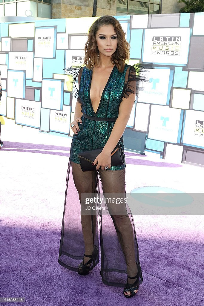 http://media.gettyimages.com/photos/actress-carolina-miranda-attends-the-2016-latin-american-music-awards-picture-id613288448