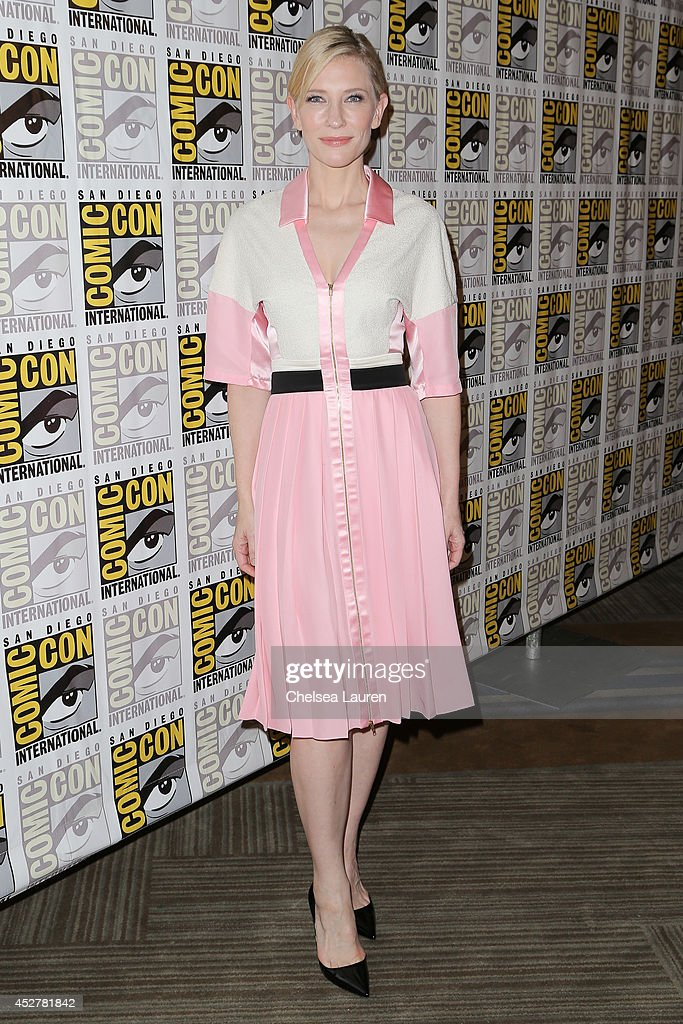Actress <a gi-track='captionPersonalityLinkClicked' href=/galleries/search?phrase=Cate+Blanchett&family=editorial&specificpeople=201621 ng-click='$event.stopPropagation()'>Cate Blanchett</a> attends 'The hobbit' press room on July 26, 2014 in San Diego, California.