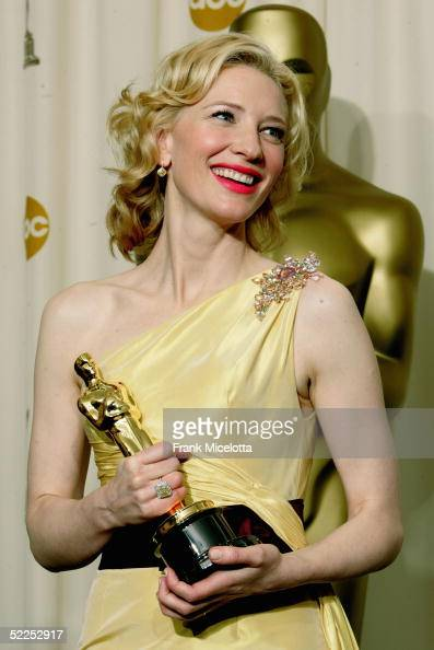 Actress Cate Blanchett poses with her 'Best Performance by a Supporting Actress' award for 'The Aviator' backstage during the 77th Annual Academy...