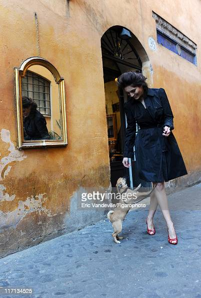 Actress Caterina Murino is photographed for Le Figaro Magazine on February 24 2011 in Rome Italy Figaro ID 100473074 CREDIT MUST READ Eric...