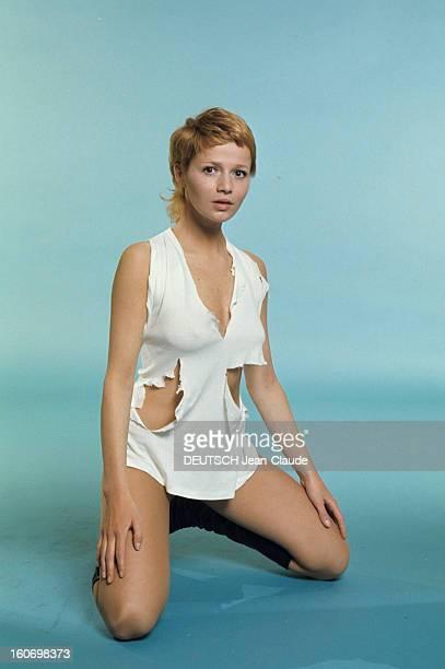 Actress Catherine Jourdan On The Occasion Of Film 'L'eden Et Apres' By Alain Robbegrillet En avril 1970 sur fond bleu portrait en studio de l'actrice...