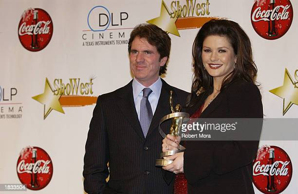 Actress Catherine ZetaJones and director Rob Marshall pose for photographers at the 2003 ShoWest Awards Ceremony at Paris Hotel on March 6 2003 in...