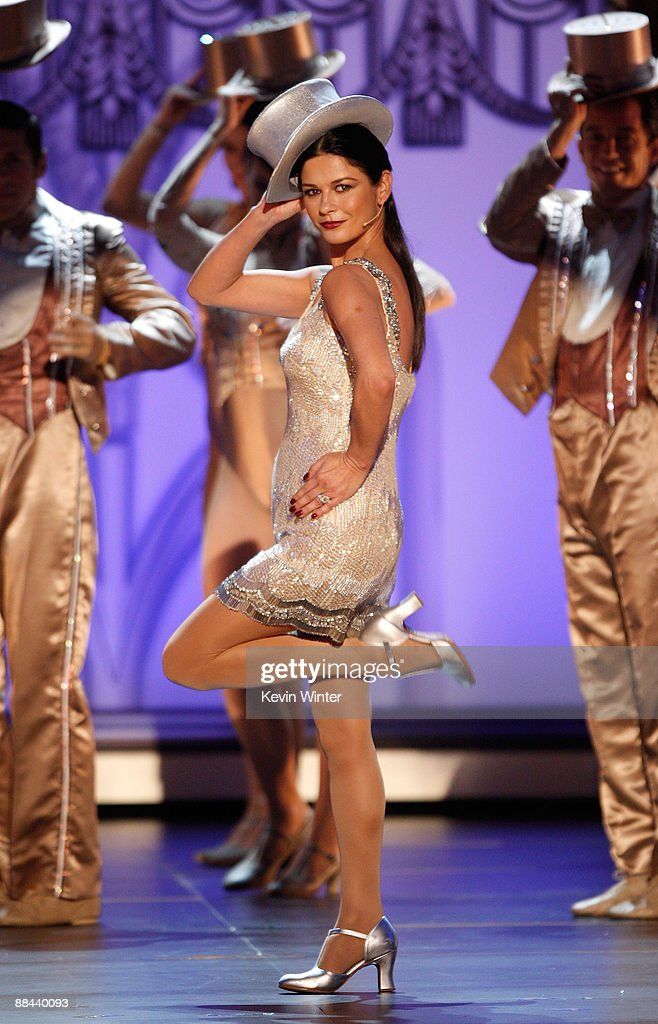 Actress Catherine Zeta-Jones performs during the AFI Life Achievement Award: A Tribute to Michael Douglas at Sony Pictures Studios on June 11, 2009 in Culver City, California.