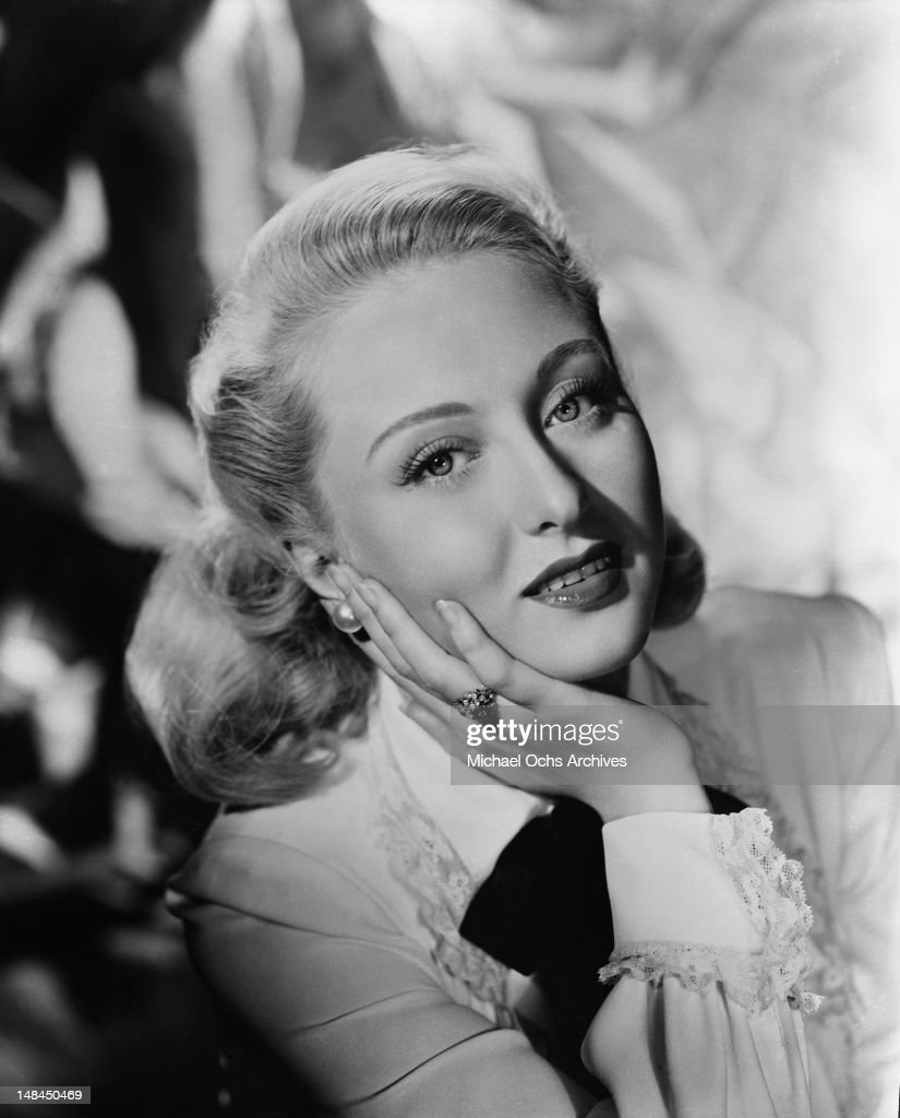Actress <a gi-track='captionPersonalityLinkClicked' href=/galleries/search?phrase=Celeste+Holm&family=editorial&specificpeople=208238 ng-click='$event.stopPropagation()'>Celeste Holm</a> poses for a portrait circa 1950 in New York City, New York.