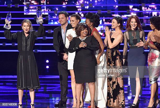 Actress Chandra Wilson and fellow cast members of 'Gray's Anatomy' accept the aware for Favorite Network TV Drama onstage during the People's Choice...