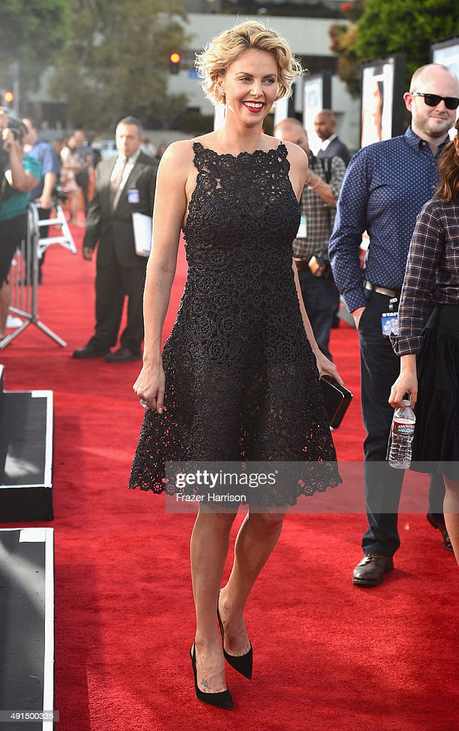 Actress <a gi-track='captionPersonalityLinkClicked' href=/galleries/search?phrase=Charlize+Theron&family=editorial&specificpeople=171250 ng-click='$event.stopPropagation()'>Charlize Theron</a> arrives at the Premiere Of Universal Pictures And MRC's 'A Million Ways To Die In The West' at Regency Village Theatre on May 15, 2014 in Westwood, California.