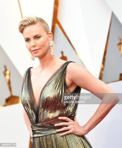 Actress Charlize Theron arrives on the red carpet for the 89th Oscars on February 26 2017 in Hollywood California / AFP / VALERIE MACON