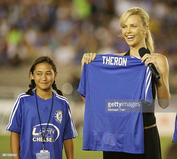 Actress Charlize Theron attends Chelsea FC v Inter Milan to benefit the LAFCChelsea held at Rose Bowl on July 21 2009 in Pasadena California