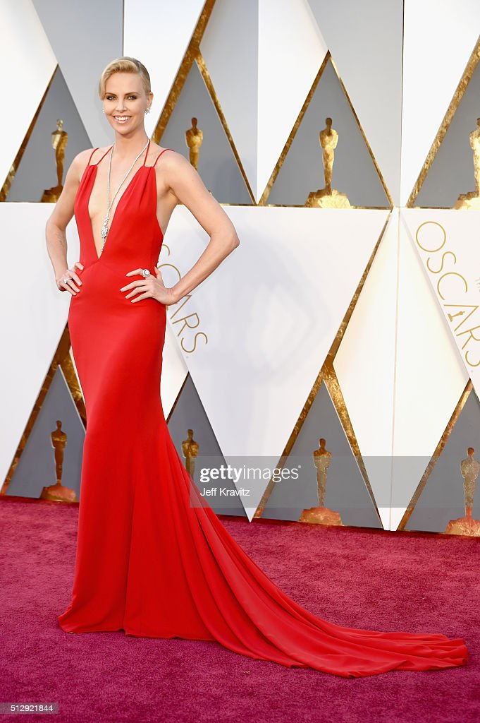 Actress <a gi-track='captionPersonalityLinkClicked' href=/galleries/search?phrase=Charlize+Theron&family=editorial&specificpeople=171250 ng-click='$event.stopPropagation()'>Charlize Theron</a> attends the 88th Annual Academy Awards at Hollywood & Highland Center on February 28, 2016 in Hollywood, California.