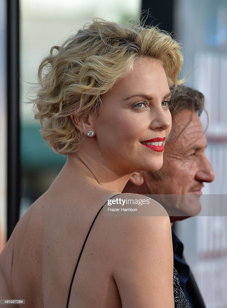Actress <a gi-track='captionPersonalityLinkClicked' href=/galleries/search?phrase=Charlize+Theron&family=editorial&specificpeople=171250 ng-click='$event.stopPropagation()'>Charlize Theron</a> attends the premiere of Universal Pictures and MRC's 'A Million Ways To Die In The West' at Regency Village Theatre on May 15, 2014 in Westwood, California.