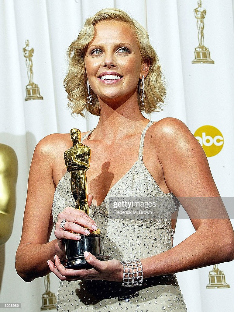 Actress <a gi-track='captionPersonalityLinkClicked' href=/galleries/search?phrase=Charlize+Theron&family=editorial&specificpeople=171250 ng-click='$event.stopPropagation()'>Charlize Theron</a> poses with her Oscar for Best Actress during the 76th Annual Academy Awards at the Kodak Theater on February 29, 2004 in Hollywood, California.