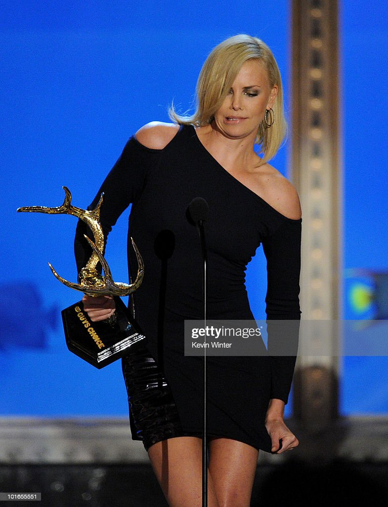 Actress Charlize Theron receives the Decade of Hotness Award onstage during Spike TV's 4th Annual 'Guys Choice Awards' held at Sony Studios on June 5, 2010 in Los Angeles, California. 'Guys Choice' premieres June 20, 2010 at 10PM ET/PT on Spike.