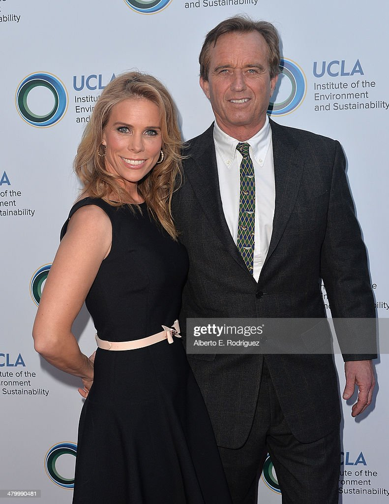Actress <a gi-track='captionPersonalityLinkClicked' href=/galleries/search?phrase=Cheryl+Hines&family=editorial&specificpeople=209249 ng-click='$event.stopPropagation()'>Cheryl Hines</a> and attorney Robert F. Kennedy, Jr. attend An Evening of Environmental Excellence presented by the UCLA Institute of the Environment and Sustainability on March 21, 2014 in Beverly Hills, California.