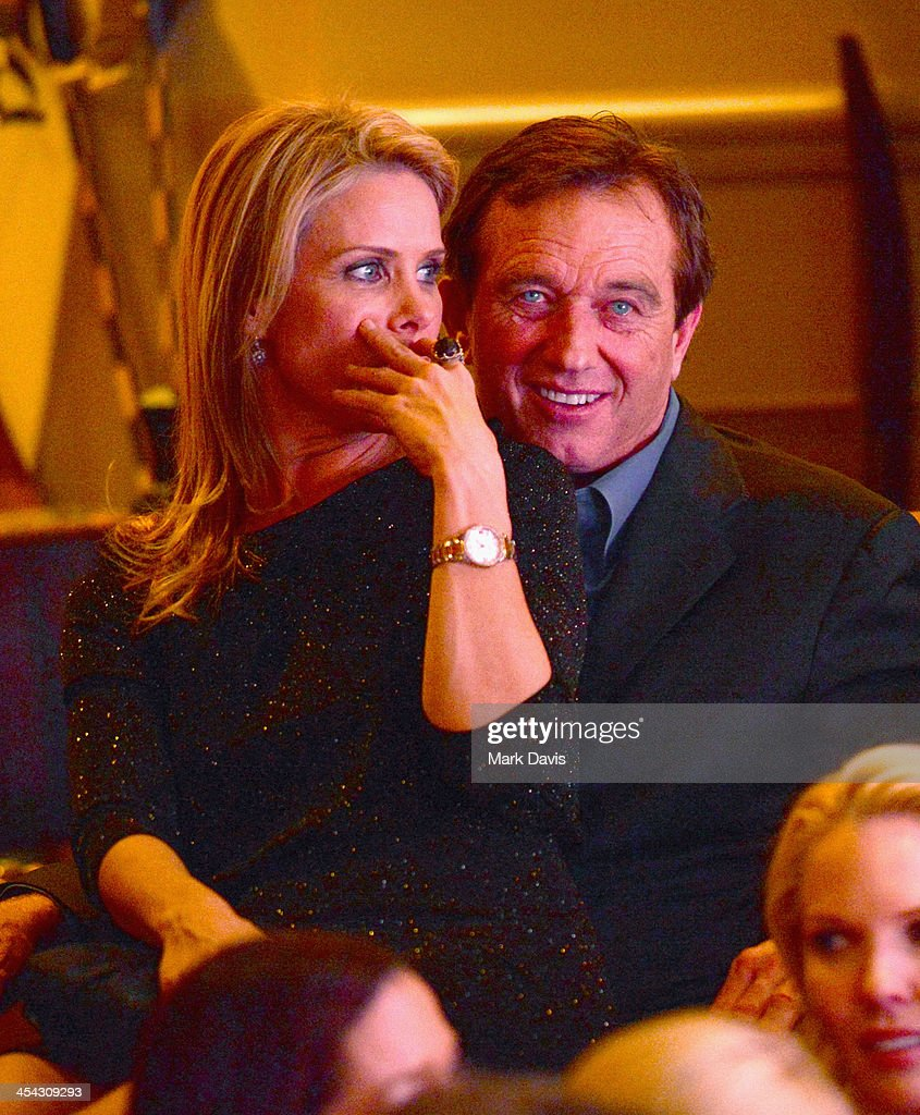 Actress <a gi-track='captionPersonalityLinkClicked' href=/galleries/search?phrase=Cheryl+Hines&family=editorial&specificpeople=209249 ng-click='$event.stopPropagation()'>Cheryl Hines</a> (L) and attorney/radio personality <a gi-track='captionPersonalityLinkClicked' href=/galleries/search?phrase=Robert+F.+Kennedy+Jr.+-+Environmental+Lawyer&family=editorial&specificpeople=240088 ng-click='$event.stopPropagation()'>Robert F. Kennedy Jr.</a> attend the Waterkeeper Alliance Benefit during Day 2 of the Deer Valley Celebrity Skifest held at Montage Deer Valley on December 7, 2013 in Park City, Utah.