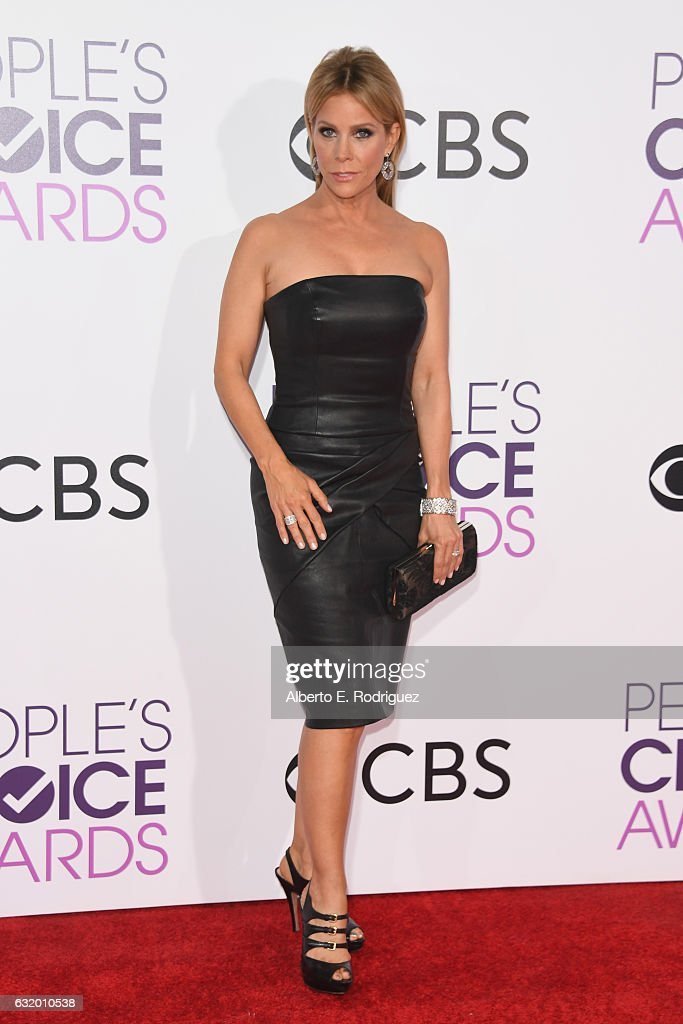 actress-cheryl-hines-attends-the-peoples-choice-awards-2017-at-on-picture-id632010538