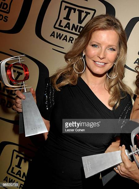 Actress Cheryl Ladd poses backstage with her Pop Culture award during the 8th Annual TV Land Awards at Sony Studios on April 17 2010 in Los Angeles...