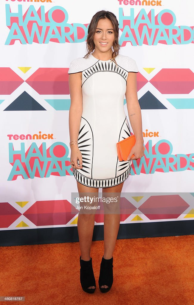 Actress <a gi-track='captionPersonalityLinkClicked' href=/galleries/search?phrase=Chloe+Bennet&family=editorial&specificpeople=10116680 ng-click='$event.stopPropagation()'>Chloe Bennet</a> arrives at the 2013 TeenNick HALO Awards at Hollywood Palladium on November 17, 2013 in Hollywood, California.