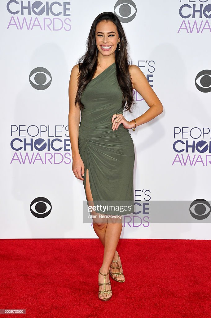 Actress Chloe Bridges arrives at the People's Choice Awards 2016 at Microsoft Theater on January 6, 2016 in Los Angeles, California.