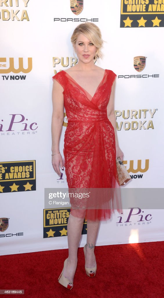 Actress Christina Applegate arrives at the 19th Annual Critics' Choice Movie Awards at Barker Hangar on January 16, 2014 in Santa Monica, California.