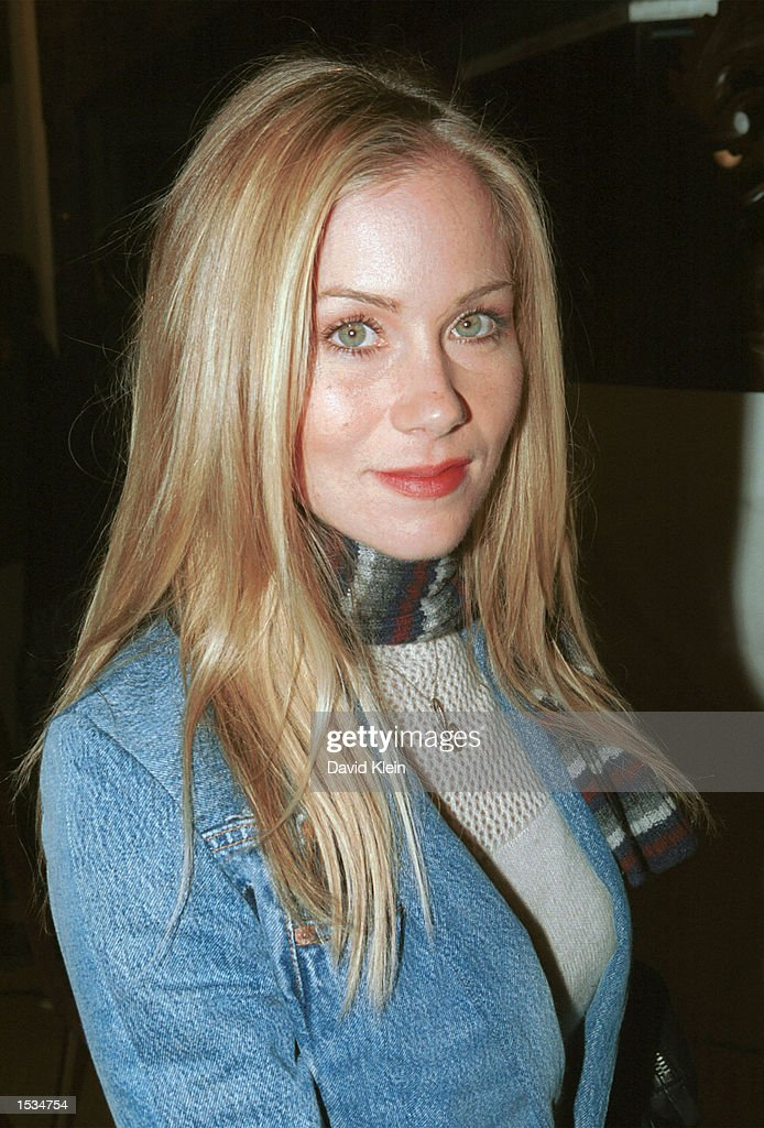 Actress Christina Applegate arrives at the premiere of 'Kiss the Bride' at the Showcase Regent Theatre October 23, 2002 in Los Angeles, California.