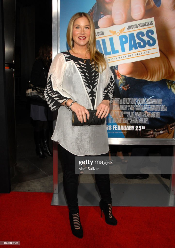 Actress Christina Applegate arrives for the Los Angeles Premiere of 'Hall Pass' at ArcLight Cinemas Cinerama Dome on February 23, 2011 in Hollywood, California.